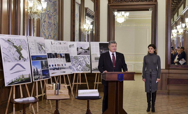Дуже символічно, що переміг український проект – Президент взяв участь у презентації архітектурного проекту-переможця «Меморіал Героїв Небесної Сотні»