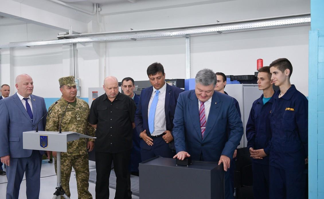 Це потужний внесок у нашу перемогу - Президент на відкритті виробничої лінії з виготовлення снарядів великих калібрів