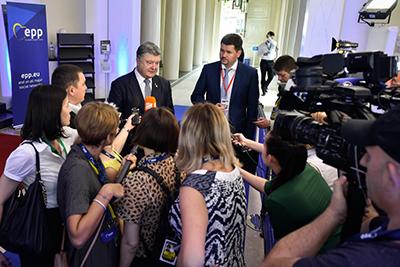 Санкції дають можливість Росії почати виконувати Мінські домовленості - Президент про продовження європейських санкцій