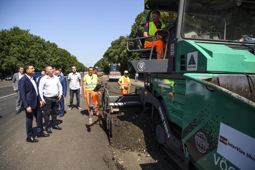 Прем'єр-міністр: Уряд створив нову систему будівництва доріг, її збереження дозволить навести лад у дорожньому господарстві