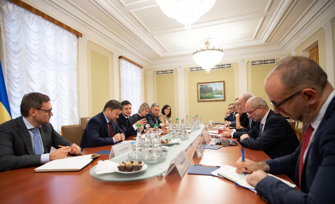 Володимир Зеленський обговорив з послами країн «Великої сімки» перебіг реформ в Україні