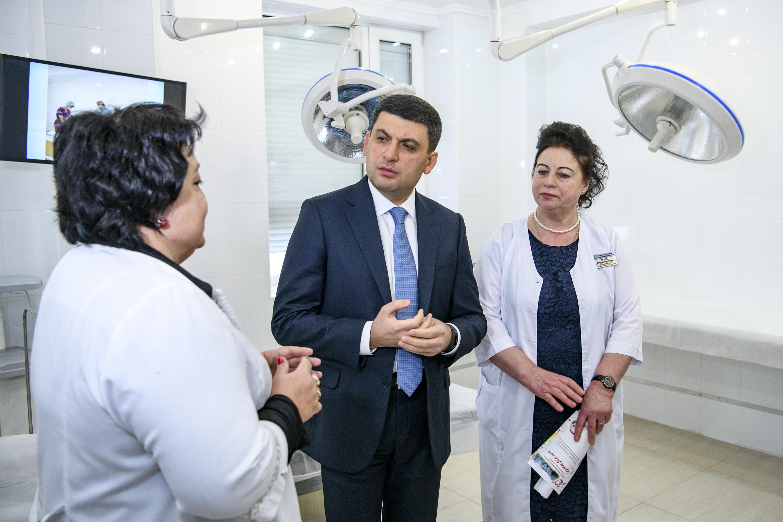 Уряд буде активно розвивати ініціативи з підтримки материнства й дитинства, – Володимир Гройсман